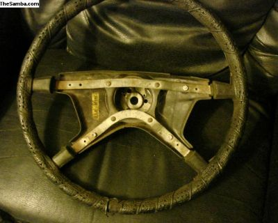 steering wheel 73 vw bug will fit 6/72 w/crack