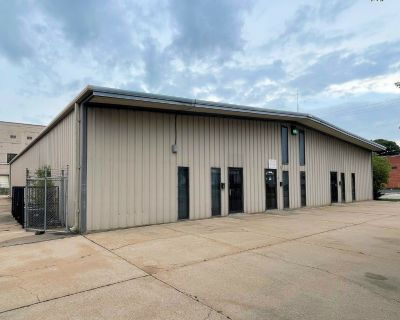 Freestanding Office/Warehouse for Sale