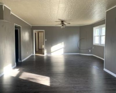 802 E Reeves St #1, Marion, IL 62959 3 Bedroom Apartment