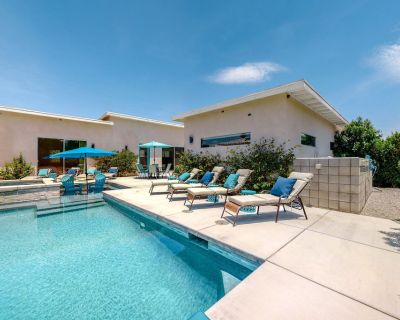 Lovely Main House & Casita w/Free WiFi, Private Pool/Spa, Patio, AC - 2 Dogs OK! - Desert Park Estates