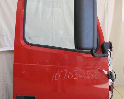 2006/7 Volvo Passenger Door With Glass Power Window Plus Mirrors