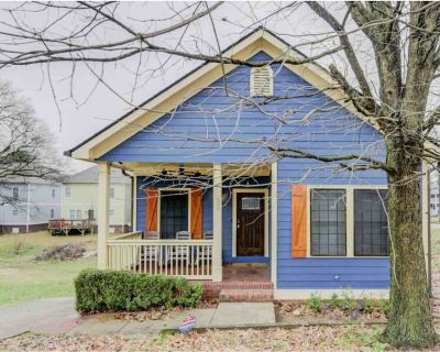 The Blue Cottage with Gourmet Kitchen - Near Downtown, Stadium & Aquarium - Mechanicsville