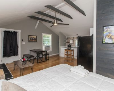 Upstairs Private Studio Apartment only 1 mile from Downtown Lafayett - Lafayette