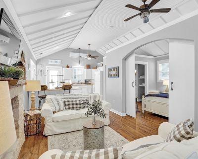 Luxurious Home Near Main w/Fire-Pit & Outdoor Bar - Fredericksburg