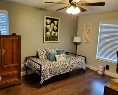 Vintage Modern Home With Large Backyard, Richland Hills, TX
