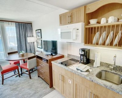 Oceanfront 1 Bedroom Suite at Wyndham Inn On The Harbor - Yachting Village