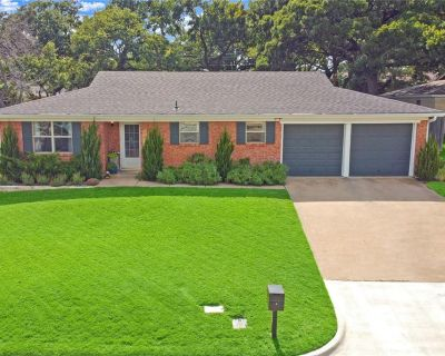 901 Gregory Ave, Bedford, TX 76022
