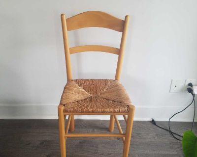 Pretty wicker accent chair