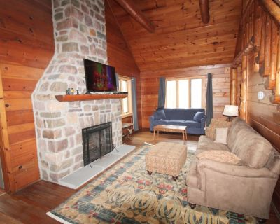 Quaint Log Cabin on Wooded Half Acre;.WIFI, Cable,Stone Fireplace; Secluded area - Lake Harmony Estates