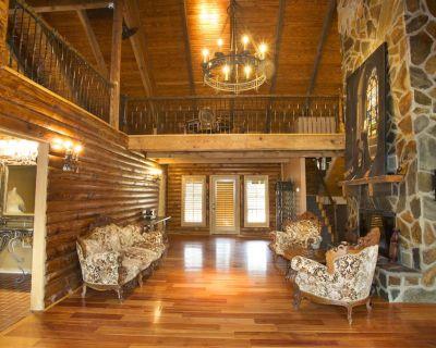 Cozy Log Cabin - Canton