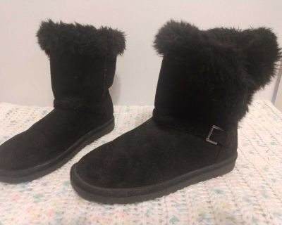 Girls Boots: Size 4