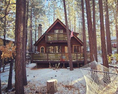 Red Wolf Retreat- Hot Tub, BBQ, Arcade. Next to Snow Summit - Summit Estates
