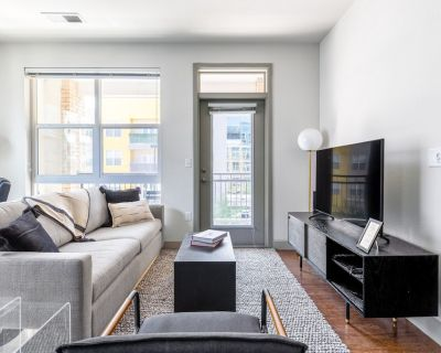 Stunning LoDo 2BR w/ Pool, Gym, 1 block from Union Station, by Blueground - LoDo