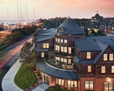 2 BR 2 Bath suite in the heart of Downtown Newport - The Point