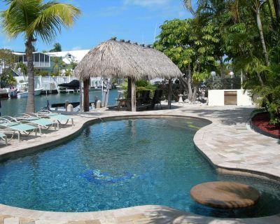 Beautiful Venetian Shores, Cozy home, Heated pool, Tiki, Boat Lift, Fish & Dive. - Venetian Shores