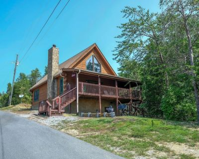 Douglas Lake Cabin Rental-Access to Boat Launch-Pool Table-Internet-Hot Tub - Sevierville