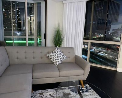 420/ smoker friendly. Big Comfortable 2bedroom 2baths in DOWNTOWN LOS ANGELES - Bunker Hill