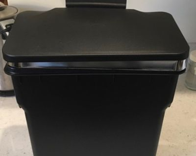 Free over cabinet door hanging trash can, must be able to pick up - Free