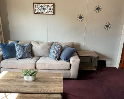 Furnished 2 Bedroom Apartment Centrally Located - Quincy
