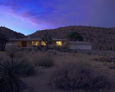 Mid Century Modern wonder in Joshua Tree w/Hot Tub and Private Mountain - Yucca Valley