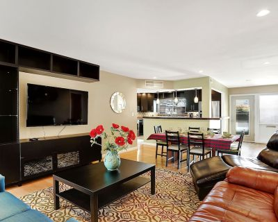 Expansive, Nob Hill condo, 3 King beds. New Kitchen & Bath, Eats & drinks close! - Highland Business