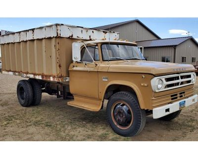 1971 Dodge 2 Ton Truck With 14' BOX