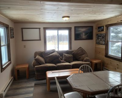 Quiet cabin Overlooking Sodus Bay located on 65 acres - North Rose