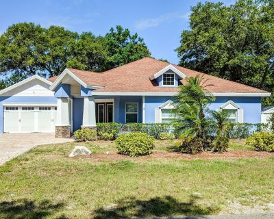 Ground-Floor Home w/Private Pool, Enclosed Yard, Gas Grill, Fireplace, and A/C - Largo