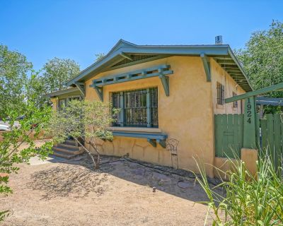 Historic Bungalow w/porch, King1bd/1ba, Professionally Cleaned - Silver Hill