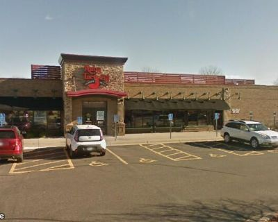 Former Ruby Tuesday Retail Space for Lease