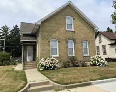 2032 N Main St, Racine, WI 53402 4 Bedroom Apartment