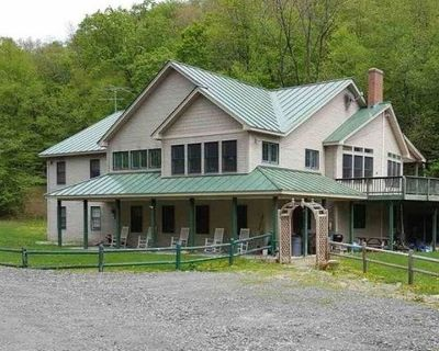 FAMILY FRIENDLY 4 Season Home for Large Groups, With Hot Tub - Braintree