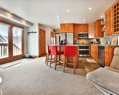 Bettina - Old Town Ski in/Out One Bedroom Condo w/ Hot Tub/WiFi - Downtown Park City