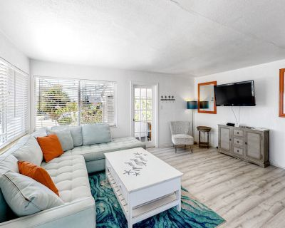 Snowbird-Friendly, Oceanfront Condo with High-Speed WiFi and Private Lanai! - Treasure Island