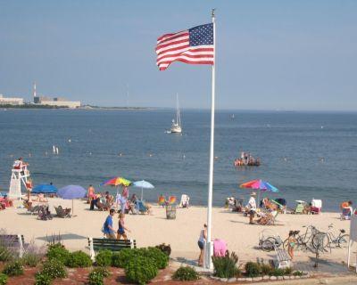 White Sandy Beach at Front Door! 2021 Rates! Beach House Sleeps 13 - Niantic