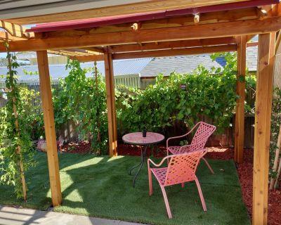 Napa Suite: French Grape Vine Garden - Livermore