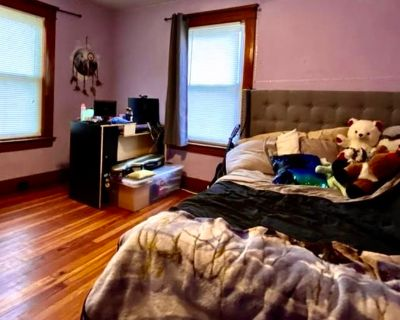 Private room with shared bathroom - Elmira , NY 14904