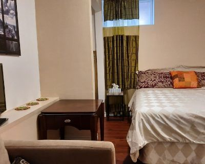 Classico Suite Private, Clean Queen Room Mins to Falls & Clifton Hill - Niagara Falls