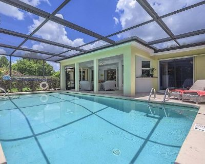 Seabreeze - Cozy Vacation Home - Near Cape Coral Beach - Yacht Club