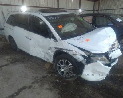Salvage White 2011 Honda Odyssey