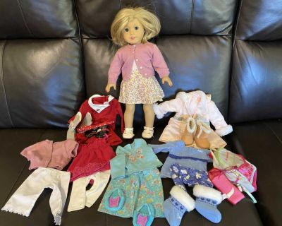 Kit American Girl Doll with clothes
