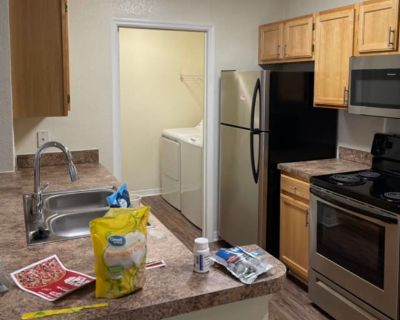 Private room with own bathroom - Orlando , FL 32837
