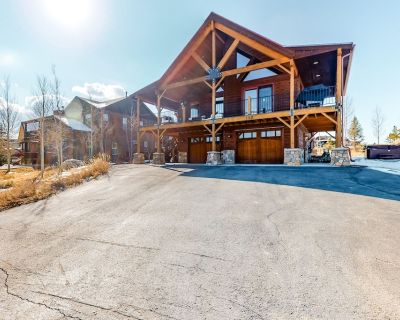 Open & airy retreat w/ a private hot tub, free WiFi, a gas fireplace, & grill - Tabernash
