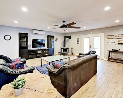 Newly Updated 3,200 Square Foot Mountain Home w/ Sauna & Backyard Fire Pit - Hendersonville