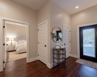 The Broadmoor - A Designer Condo in Bryan Texas - Bryan