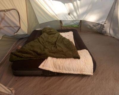 Backyard Tent Wakling distance to the beach - Kenosha