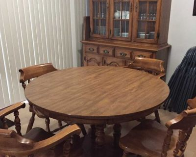 Dining room table/chairs and hutch