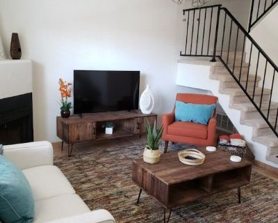 North Scottsdale Townhome, 2 Master Bedrooms w/King Beds, Private Patio - Paradise Valley Village