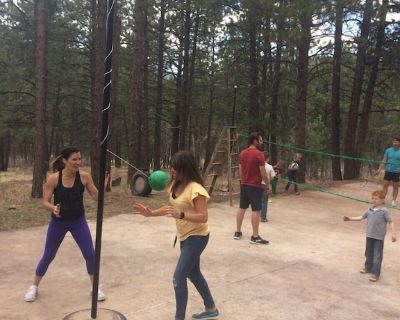 Large mountain lodge:-So much fun - playground, hot tub, billiards, ping pong... - Cascade
