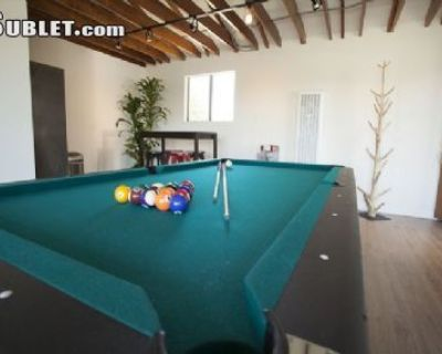 Two Bedroom In West Los Angeles